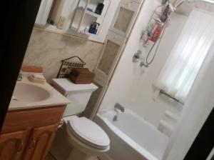 leelanau_narrows_bathroom
