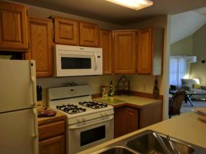 suttons_bay_cabin_rentals_half_moon_kitchen_2