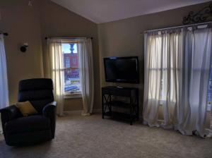 suttons_bay_cabin_rentals_half_moon_living-room