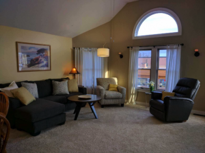 suttons_bay_cabin_rentals_half_moon_living-room_2